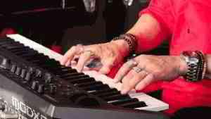 7 Super Famous Piano Riffs