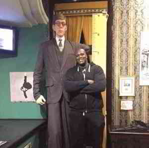 "Shaq at 7'1"" next to a wax statue of the tallest man to ever live at 8'11"""