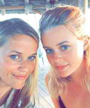 Reese Witherspoon's daughter looks like her clone